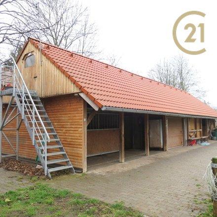 Prodej stáje pro koně s pozemkem o velikosti 5819m2 v obci  Kamenné Žehrovice
