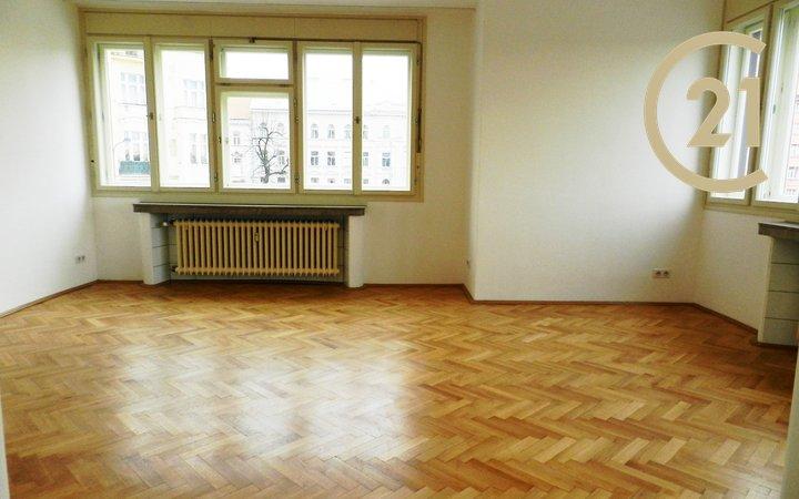 Pronájem prostorného bytu 2+kk, Praha 7 - Letná