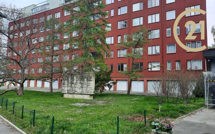 Pronájem, byt 3+kk upravený na 2+kk 62m² - Praha - Prosek