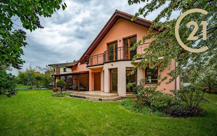 Prodej rodinného domu 188m² se zahradou a garáží, Praha - Dolní Chabry