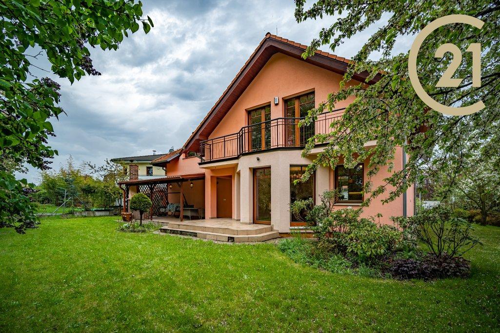 Prodej rodinného domu 188m² se zahradou a garáží,