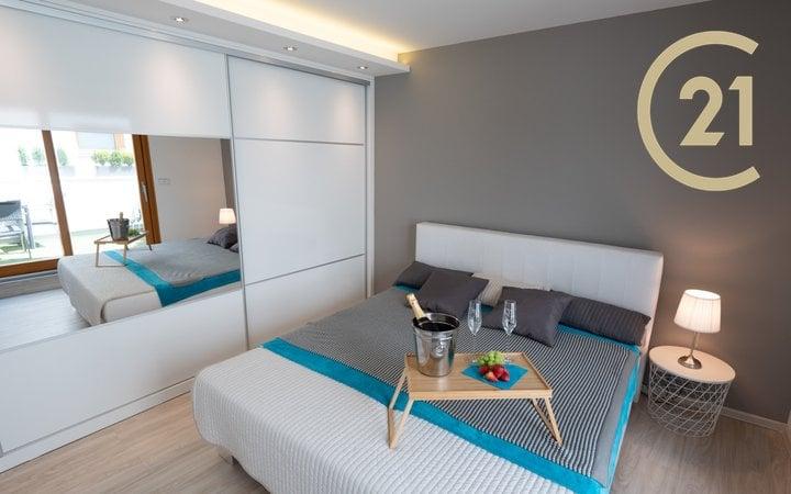 Bytový dům Brno Chrlice 1 + kk a 3 + kk ( 2x terasa, 3x koupelna ) o celkové užitné ploše 186,5 m2.
