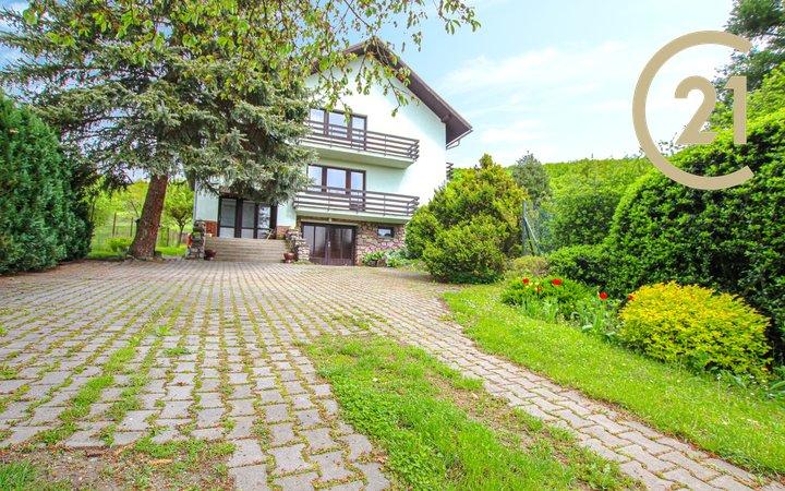 Prodej jedinečného rodinného domu 273m2, pozemek 1043m2 - Lažany