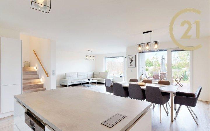 Luxusní rodinný dům 177 m2, s předzahrádkou, v Roztokách u Prahy