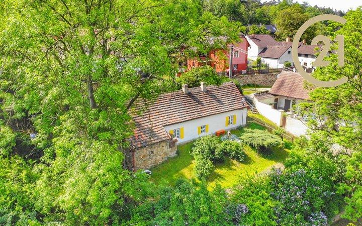 Historický rodinný dům 2+1 s pozemkem 885m2, Jarpice u Slaného