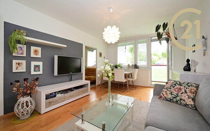 Velký slunný byt 4+1+lodžie / 105 m2 v klidné zelené lokalitě