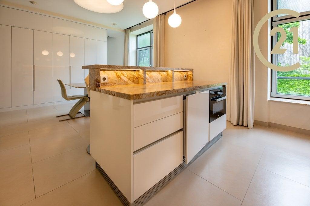Prodej nadstandardního bytu 8+1, 386m² - Praha 6