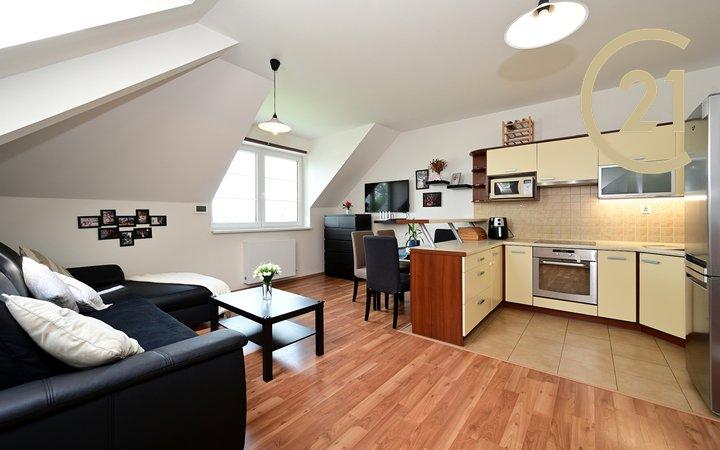Prodej slunného bytu 3+kk v nové zástavbě, obec Kozinec, Cena včetně provize a práv.servisu