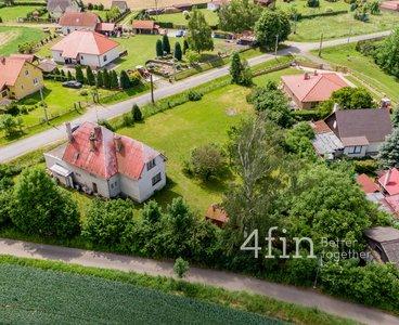 Patrový rodinný dům s výjimečným pozemkem na okraji obce - Soběšín