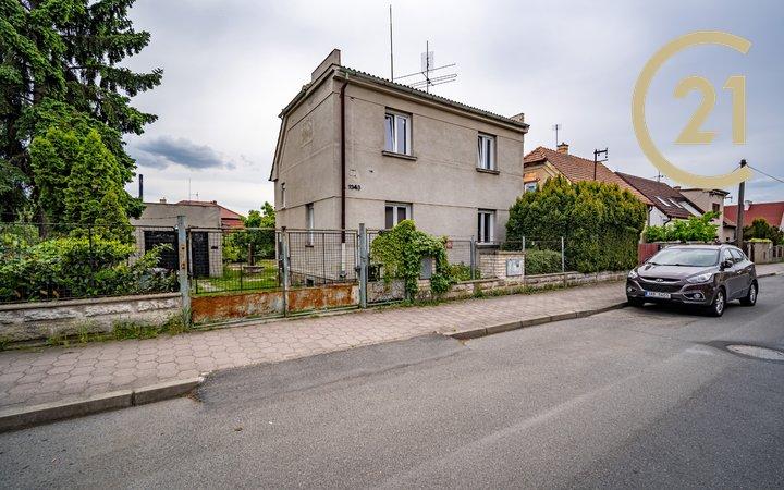 Pronájem garáže a RD v ulici Vysokovská - Horní Počernice