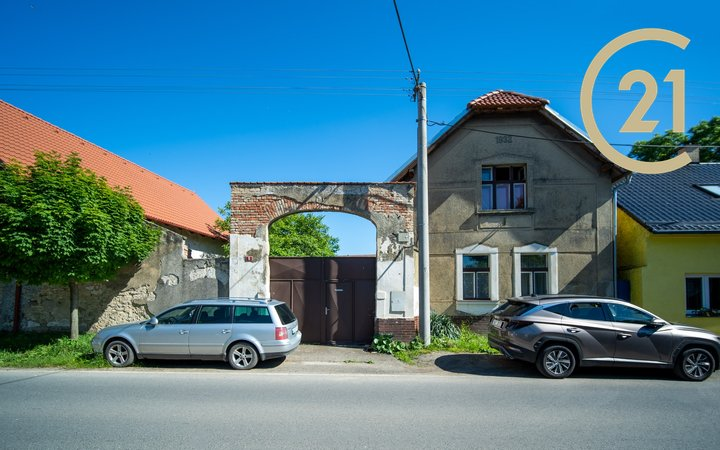 Prodej rodinného domu 198m v obci Dehtáry Jenštejn