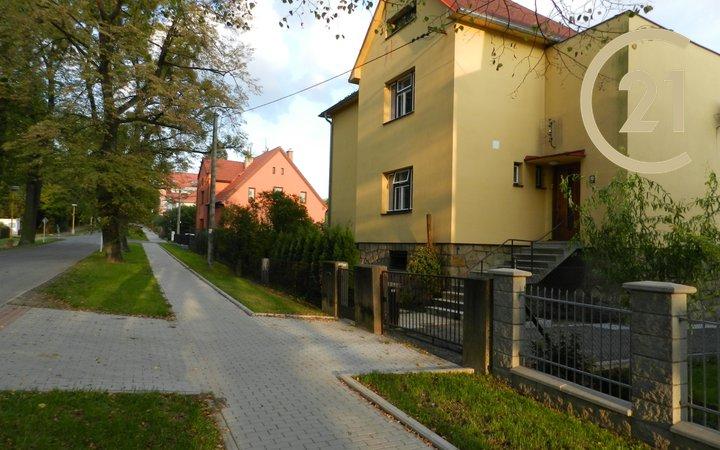 Pronájem rodinného domu Valašské Meziříčí, ul.Husova.