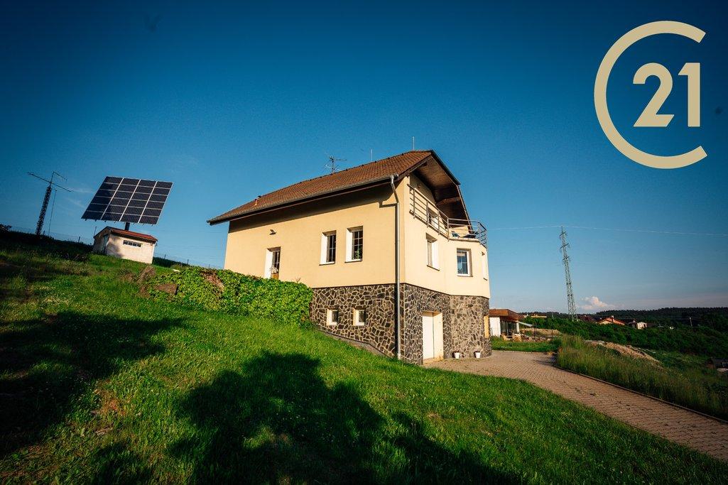 Rodinný dům s výhledem a pozemkem 3265m²  6 km od