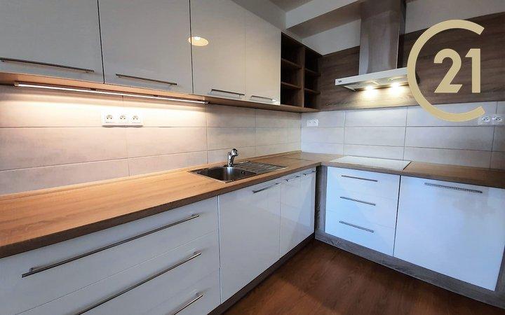 Pronájem bytu 2+kk, 50m² s balkónem - Brno - Slatina