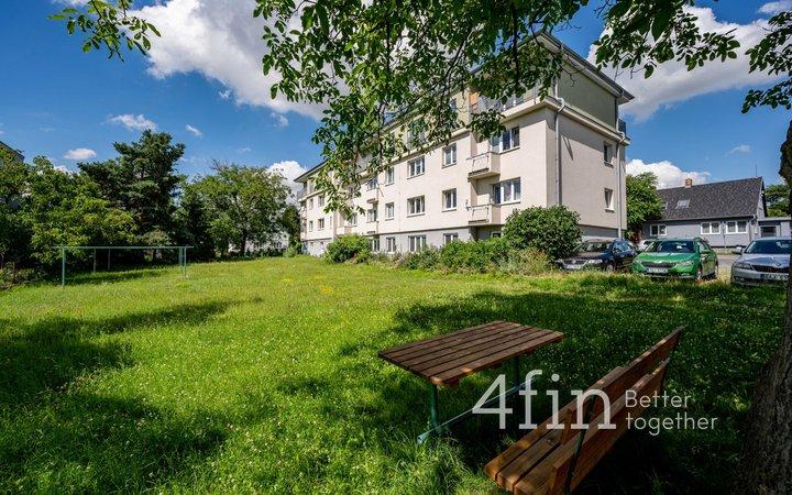 Prodej bytu před rekonstrukcí v dispozici 1+kk, 34,7m² - Husinec - Řež