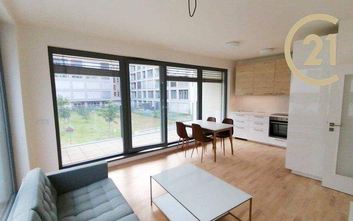 Pronájem zcela nového bytu 2+kk+lodžie s garážovým stáním  v Karlíně