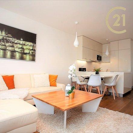 Prodej novostavby bytu 2+kk se zaskleným balkonem a parkingem,  Horoměřice