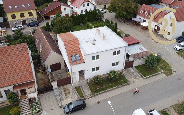 Prodej Dvougeneračního Rodinného domu, zahrada, bazén - Březí