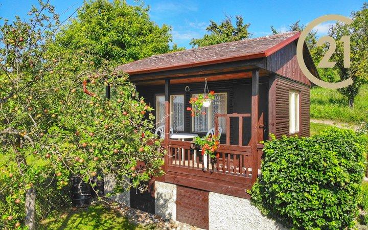 Krásná dřevěná chata se zděným základem a vlastním pozemkem 401m2, Brandýsek u Kladna