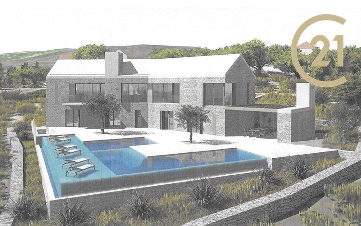 Prodej pozemku 1476m2, vydané stavební povolení na luxusní vilu s 5-ti bytovými jednotkami s rozlehlým bazénem, Chorvatsko, ostrov Brač