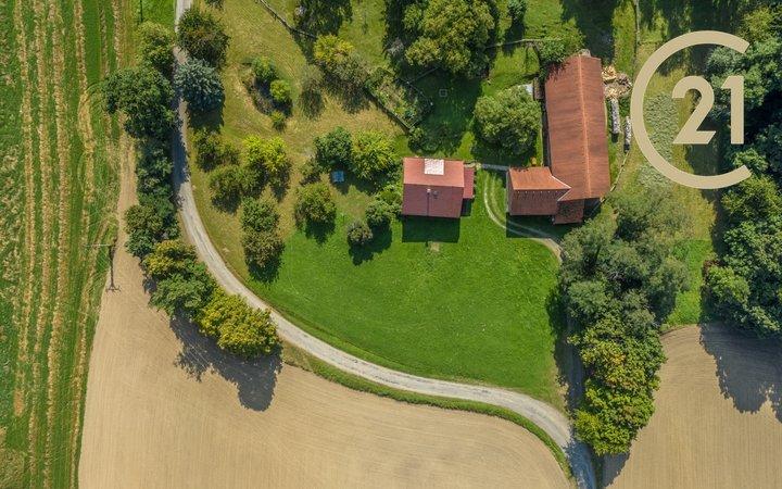 Prodej stavebního pozemku 1 300 m2 + komunikace 406 m2