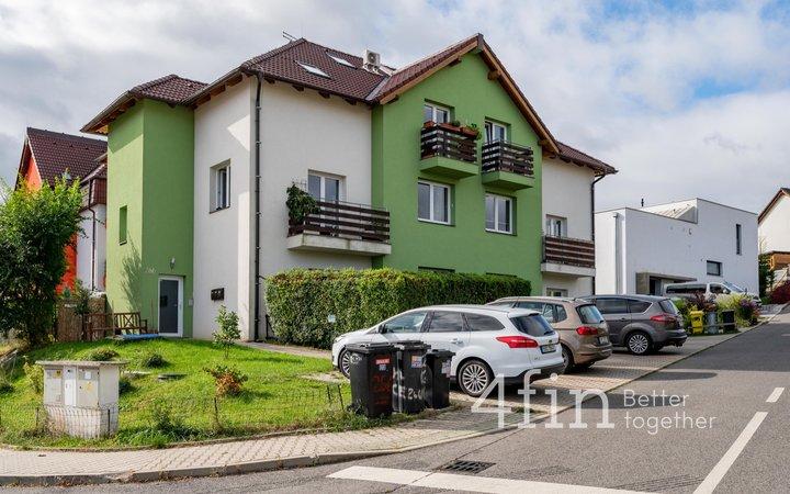Prodej bytu 3+kk, 67m² se zahradou 127m² a parkovacím stáním - Králův Dvůr - Levín