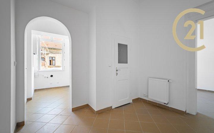 Prodej útulného bytu 2kk 33 m2 orientovaného do světlého vnitrobloku  ve velmi žádané lokalitě Praha 5 Smíchov – ul. Kováků.