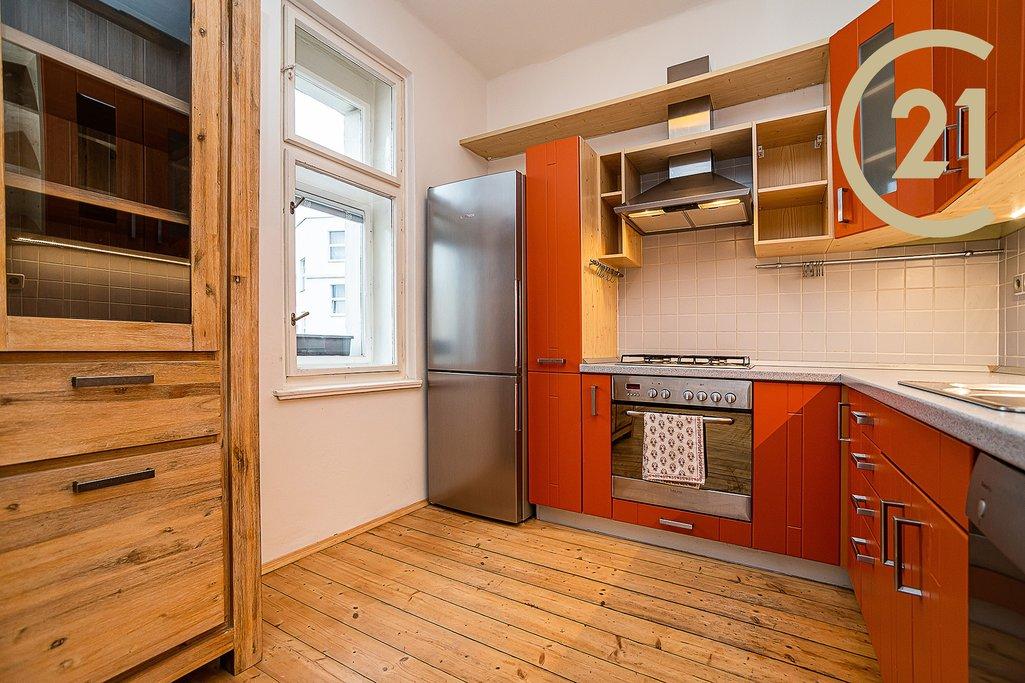 Pronájem bytu 4+kk, (104 m2), v blízkosti metra