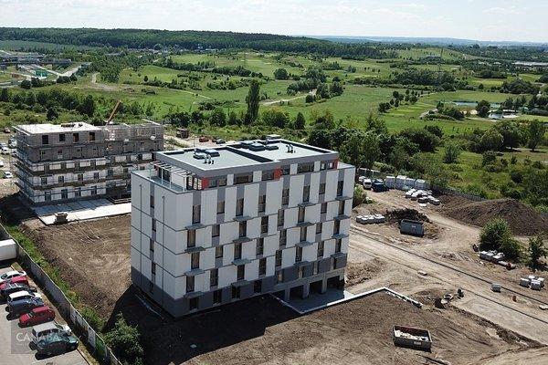 Prodej luxusního bytu 2+kk /balkon/garážové stání/sklep, 60,9m2, ul. Bryksova, Praha – Černý Most. 5 119 000,-