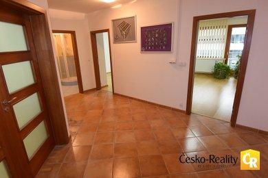 Prodej, Kanceláře, 147 m² - apartmán 3+kk +2 garážová stání, Ev.č.: 00176