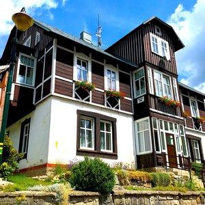 Prodej, Penzion, Ubytování a Obchod 340m² - centrum Špindlerův Mlýn