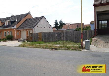 Prodej pozemku v lokalitě Bořetice, okres Břeclav - obrázek č. 1
