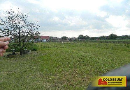 Prodej pozemku v lokalitě Nový Šaldorf-Sedlešovice, okres Znojmo - obrázek č. 1