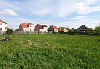 Prodej pozemku v lokalitě Újezd u Rosic, okres Brno-venkov - obrázek č. 1