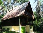Brno-Kníničky, chata 5+kk, celoročně obyvatelná, 3x balkon, garáž, studna, pozemek 707 m2 - chata - Domy Brno