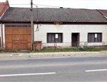 Stříbrnice, RD k rekonstrukci, dvorek, sklep, studna - rodinný dům - Domy Uherské Hradiště