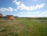 Pavlice, stavební parcela 989 m2, inženýrské sítě na hranici pozemku  – pozemek - Pozemky Znojmo