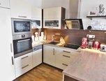 Rajhrad, OV 2+kk, 65 m2, moderní bydlení v soukromém resortu, parkovací stání, lodžie, sklep - byt - Byty Brno-venkov