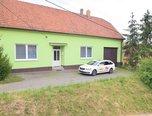 Ořechov, RD 4+1, pozemek 1076 m², vjezd, dvůr, zahrada, hospodářské budovy – rodinný dům - Domy Brno-venkov