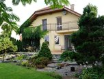 Moutnice, RD 4+1, samostatně stojící, pozemek 1 181 m2, velká zahrada, terasa, vodní kaskáda, parkování  – rodinný dům - Domy Brno-venkov