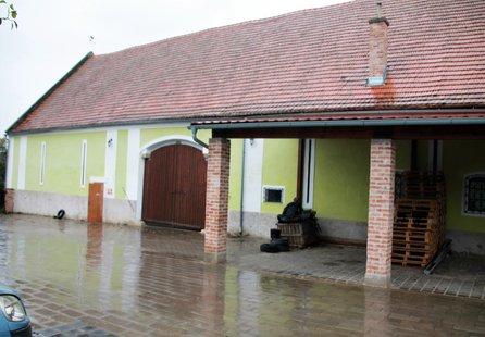 Prodej komerčních prostor v lokalitě Želetice, okres Znojmo - obrázek č. 1