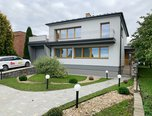 Vrbice u Velkých Pavlovic, RD 6+1, pozemek 1023 m², po rekonstrukci, garáž, sklep, bazén – rodinný dům - Domy Břeclav