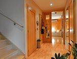 Rajhrad, RD 4+1, samostatně stojící, pozemek 1 089 m2, vnitřní bazén, sauna, velká zahrada, terasa, dvou-garáž – rodinný dům - Domy Brno-venkov
