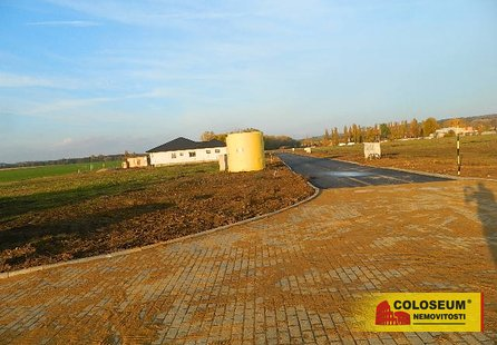 Prodej pozemku v lokalitě Hostěradice, okres Znojmo - obrázek č. 1