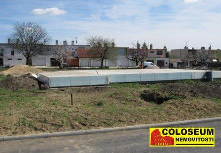 Prodej pozemku v lokalitě Hrušovany nad Jevišovkou, okres Znojmo - obrázek č. 1