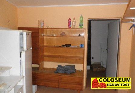 Prodej komerčních prostor v lokalitě Krhovice, okres Znojmo - obrázek č. 1