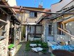 Slavkov u Brna, RD 5+1 a 2+kk,  ke kompletní rekonstrukci, pozemek 207 m2 - rodinný dům - Domy Vyškov