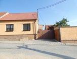Kratochvilka, RD 4+2 po rekonstrukci, pozemek 1.029 m2, zahrada, dvůr, garáž, možnost půdní vestavby - rodinný dům - Domy Brno-venkov