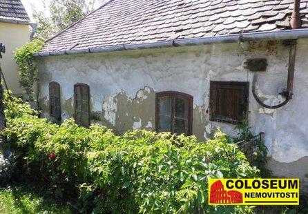 Prodej pozemku v lokalitě Trstěnice, okres Znojmo - obrázek č. 1