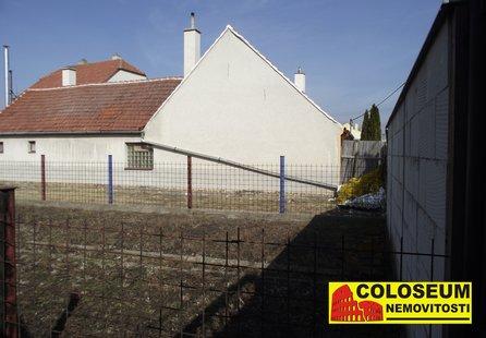 Prodej pozemku v lokalitě Strachotín, okres Břeclav - obrázek č. 1